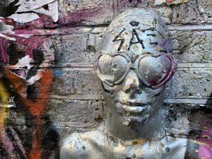 3D Art in Shoreditch - a 3D face in silver
